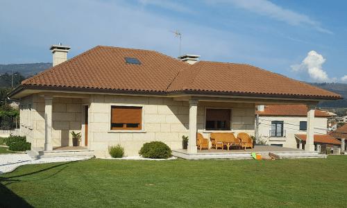Vivienda de granito en Reboreda (Redondela) - Alzado principal