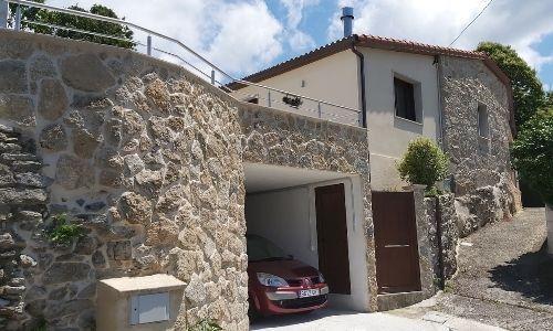 Rehabilitación y ampliación de vivienda rústica en O Rial (Soutomaior) - Fachada principal