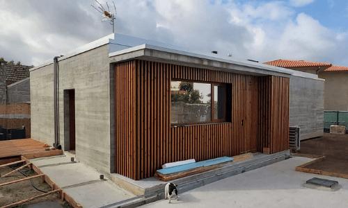Vivienda de hormigón visto en Coruxo (Vigo) - Alzado lateral y principal